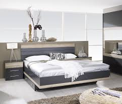 chevet chambre lit adulte chambre galerie et tete de lit avec chevet et eclairage