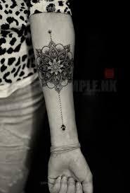 mandala tattoo zum aufkleben fine lines and pretty dotwork tattoo ideen tätowierungen und vorlagen