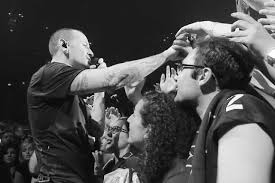one light linkin park watch chester bennington sing crawling in video from linkin park s