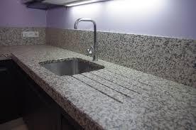 granite cuisine granit pour cuisine granit schiwakachi plan de travail cuisine 55