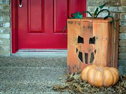 turn a wood pallet into halloween pumpkin and ornaments for the