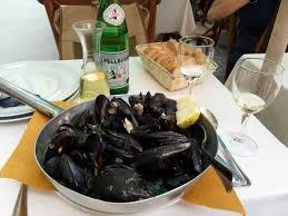 portovenere cuisine porto venere marinara mussels served in a fryng pan picture of