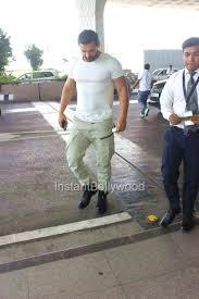 john abraham snapped at airport hd pics