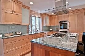 what backsplash goes with light wood cabinets pin on kitchen mini makeover