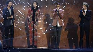 one direction performs
