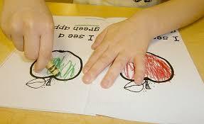 free printable apple emergent reader for preschoolers