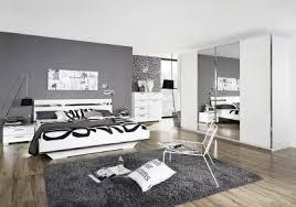 schlafzimmer lila wei innenarchitektur geräumiges schlafzimmer weiß lila betten