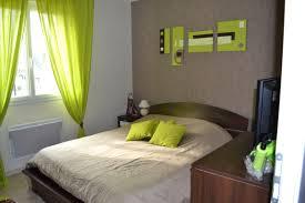 salle de bain vert et marron tapisserie vert anis sur idees de decoration interieure et
