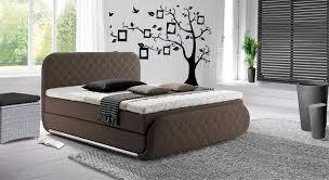 rattan schlafzimmer boxspringbetten frankfurt mit rattan sitzbank grau und teppich