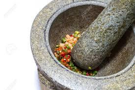 mortier cuisine mortier et un pilon en outil de cuisine thaï banque d images