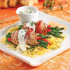 cuisiner escalope de veau escalopes de veau roulées aux asperges et poivron soupers de