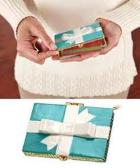 How To Wrap A Gift Card Creatively - how to wrap a small gift in a pull tab can wrapping ideas wraps