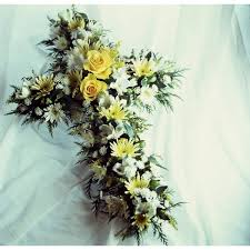 casket flowers funeral etiquette who buys casket flowers our everyday