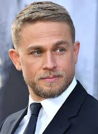 how to get thecharlie hunnam haircut stylish haircuts for men buro 24 7