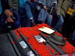 file canadian tomb of the unknown soldier with poppies jpg