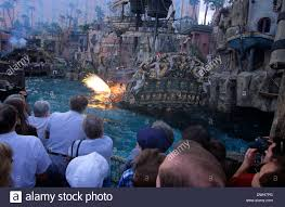 one of las vegas u0027 hottest attractions is a sea battle at treasure