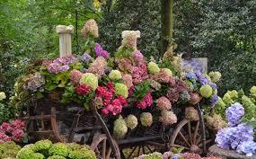 immagini di giardini fioriti giardini fioriti progettazione giardini fiori in giardino