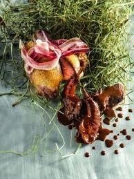 cuisiner une palombe palombe farcie au foie gras et rôtie au foin cuisses en salmis sur