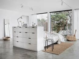 lit pour chambre la tête de lit avec rangement aménage la chambre le déco de mlc