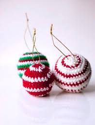 crocheted christmas ornaments baubles free pattern crochet