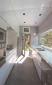 cuisine en couloir meuble rangement entree couloir 17 cuisine tout en longueur