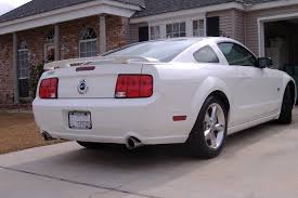 white mustang 2006 pictures of your white ponies the mustang source ford
