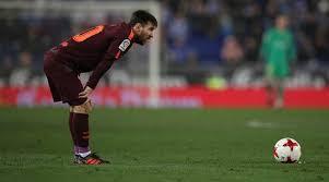 Lionel Messi Leg Lionel Messi Misses Penalty Barcelona S 29 Unbeaten Run Ends