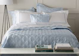 how to layer a bed how to layer a bed with a quilt home decor 2018