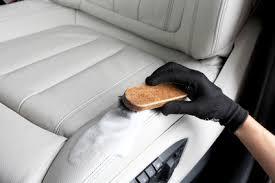 reparation siege cuir voiture comment rénover un siège taché brûlé ou déchiré le de vivacar