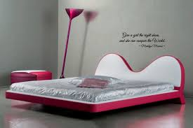 Marilyn Monroe Bedroom by Amazon Com Give A The Right Shoes And She Can Conquer The