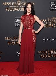 eva green is ravishing in red at premiere of miss peregrine u0027s home