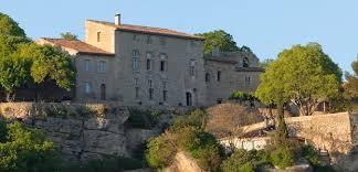 chambres d hotes aux baux de provence château la roque maison d hôtes de prestige en provence