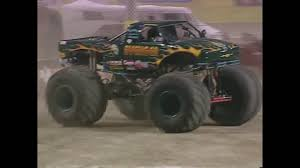 monster trucks jam videos freestyle avenger monster jam world finals 2000 youtube