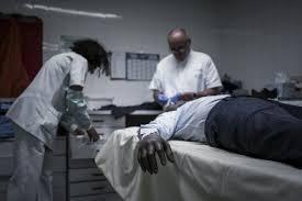 de chambre mortuaire salaire la chambre mortuaire de bichat brise un tabou en ouvrant ses