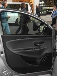 auto con porte scorrevoli portiera