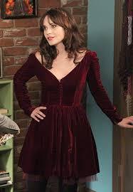 zooey deschanel s burgundy velvet dress for thanksgiving on new