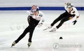 lead s koreans cruise through heats on day 1 at track