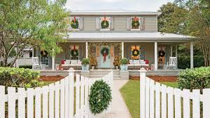Colonial House With Farmers Porch Carolina Colonial Christmas Outdoor Decorations Southern Living