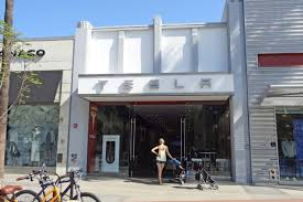 Store M Buyer Drops 15 6m On Third Street Promenade Tesla Store Curbed La