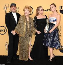 carrie fisher u0027s mother debbie reynolds dies a day after her