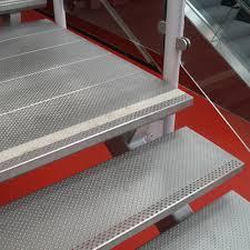 din fã r treppen treppenstufen für außen graepel treppen aus edelstahl alu