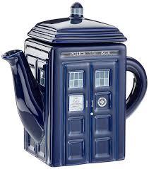 amazon com doctor who tardis ceramic teapot dining u0026 entertaining
