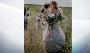 wedding dress quest thousands join newlywed s quest to find lost wedding dress more