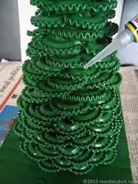 how to make a christmas tree out of pasta