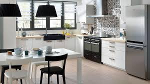 cuisine fonctionnelle petit espace cuisine schmidt noir et blanc moderne 4864985 jpg 1520 855 home