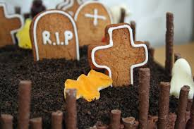 halloween cake decorating ideas graveyard lauralovescakes ghoulish graveyard halloween cake