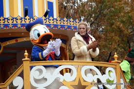 image macys thanksgiving day parade donald duck leann rimes jpg