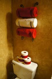 Bathroom Towel Decorating Ideas by Best 25 Christmas Bathroom Ideas On Pinterest Christmas