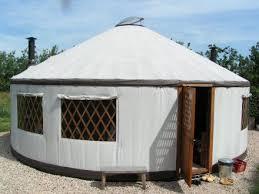 tende yurta tenda in mezzo a bosco di pini per l inverno pagina 2