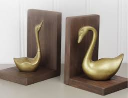 40 decorative diy bookends to spruce up your shelves u2022 cool crafts